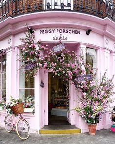 Millennial Pink facade of the Peggy Porschen Cakes in London.