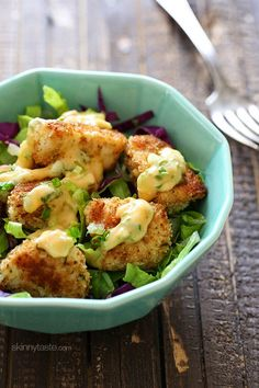 Here's an EASY dinner solution: tender chunks of chicken, breaded and baked until golden topped with Bang Bang sauce. I served this over mixed greens and swooned with every bite! This is a fun spin on Bangin Good Shrimp recipe. Healthy Recipes, Skinny Recipes, Ww Recipes, Chicken Recipes, Dinner Recipes, Cooking Recipes, Skinnytaste Recipes, Lunch Recipes, Salad Recipes