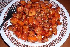 Dýně z trouby: kořeněná se semínky - Recepty.cz - On-line kuchařka Kung Pao Chicken, Chicken Wings, Squash, Pork, Meat, Ethnic Recipes, Kale Stir Fry, Pumpkin, Gourd