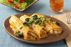 Pass up time-consuming and go straight to tasty with our Shortcut Chicken Manicotti Recipe! Cheesy broccoli is featured in this chicken manicotti recipe. Chicken Casserole, Casserole Recipes, Pasta Recipes, Chicken Recipes, Cannelloni Recipes, Manicotti Recipe, Chicken Manicotti, Spinach Manicotti, Spaghetti