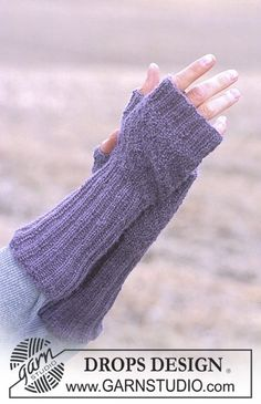 DROPS - Free knitting patterns by DROPS Design DROPS gloves without fingers in alpaca Free patterns by DROPS Design. History of Knitting Yarn rotating, weaving and sew. Fingerless Gloves Knitted, Knit Mittens, Knitted Hats, Drops Design, Wrist Warmers, Hand Warmers, Knitting Patterns Free, Free Knitting, Free Pattern