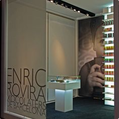 Enric Rovira is a conceptual chocolate artist based in Barcelona and does amazing things such as chocolate planets