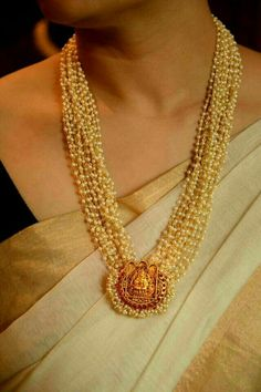 Exquisite traditional Kerala Temple Jewellery / Temple Jewelry: Muthu malai with padhakkam, with small pearls, strung with gold thread, and religious gold motif. Kerala Jewellery, Indian Jewelry, Jewellery Shops, Jewelry Stores, Temple Jewellery, Jewellery Box, Jewelery, Indian Gold Necklace, Antique Jewellery
