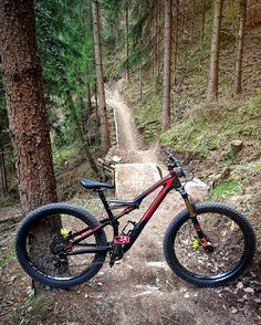 It's definitely easier and more comfortable to ride with this bike than with an old ladies bicycle haha. Good times riding the new Arzler Alm Trail in Innsbruck with @jan_walter and @elias_schwaerzler  #specialized #stumpjumper #Fattie #weridecb #magura #destinationtrail