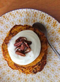 La Page Cornée: Un petit-dejeuner bien aimable (carrot cake pancak. Carrot Cake Pancakes, Brunch, Carrots, French Toast, Pudding, Sweets, Aimable, Breakfast, Desserts