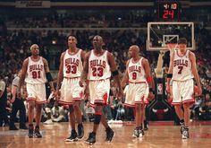 In the The starting 5 Chicago Bulls From L to R: Dennis Rodman, Scottie Pippen, Michael Jordan, Ron Harper, Toni Kukoc. Michael Jordan Basketball, Nba Basketball, Basketball Legends, Mike Jordan, Jordan Logo, Michael Jordan Dunking, Jordan Bulls, Basketball History, Nba Sports