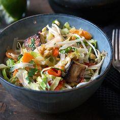 Crock Pot Slow Cooker, Crockpot, Tofu, Thai Curry, Good Food, Yummy Food, Polenta, Nom Nom, Cabbage