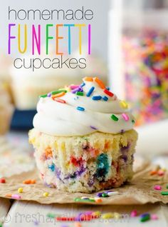Homemade Funfetti Cupcakes: Sprinkle-speckled cupcakes that taste BETTER than th. - Homemade Funfetti Cupcakes: Sprinkle-speckled cupcakes that taste BETTER than the ones from the box - Cupcakes Amor, Confetti Cupcakes, Sprinkle Cupcakes, Box Cupcakes, Moist Cupcakes, Lemon Cupcakes, Strawberry Cupcakes, Food Cakes, Cupcake Cakes