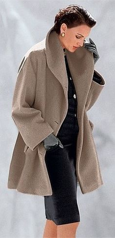 Love the coat .and i love how she wears the coat Style Work, Mode Style, Style Me, Classic Style, Classic Elegance, How To Have Style, Casual Chique, Langer Mantel, Business Outfit