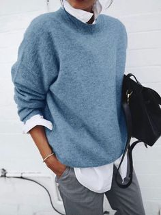 Soft gray pullover with white shirt looks great- Weicher grauer Pullover mit weißem Hemd sieht toll aus Soft gray pullover with white shirt looks great … - Loose Sweater, Sweater Shirt, Long Sleeve Sweater, Gray Sweater, Sweater Outfits, Pantalon En Faux Cuir, Pull Gris, Fall Outfits, Fashion Outfits