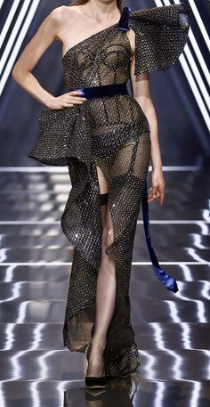 Ralph et Russo Automne Couture 2018 - Frauenstreet style Fashion Week, Skirt Fashion, Trendy Fashion, Runway Fashion, High Fashion, Fashion Show, Fashion Dresses, Fashion Design, Classy Fashion