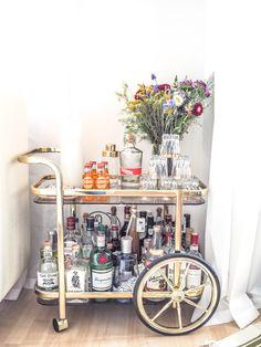 Barcart im Wohnzimmer    Nummer Fünfzehn