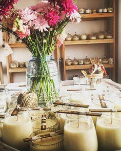 Velas de cera de soja de perfumeria fina hechas en Buenos Aires. Candle´s parfum... Luxury Candles, Spa Massage, Insta Photo, Candle Making, Soy Candles, Table Decorations, Natural, Design, Home Decor