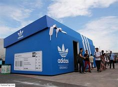 Adidas il viral marketing Adidas Pop-Up Store That Looks Like A Giant Shoebox