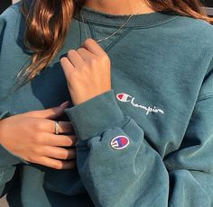 champion sweatshirt P I N T E R S T : hannahkhay_ Mode Outfits, Trendy Outfits, Winter Outfits, Summer Outfits, Winter Clothes, Look Fashion, Teen Fashion, Winter Fashion, Fashion Outfits