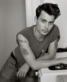 Johnny Depp 1990, Johnny Depp Fans, Young Johnny Depp, Johnny Depp Movies, Johnny Depp Leonardo Dicaprio, Johnny Depp Tattoos, Tim Burton Beetlejuice, Johny Depp, Just Beautiful Men