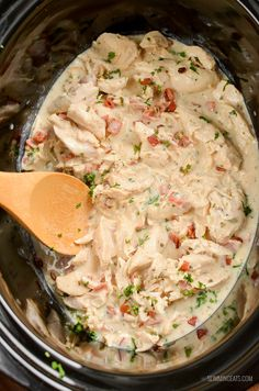 Healthier Slow Cooker Crack Chicken - the ultimate family-friendly creamy chicken recipe topped with the yummy smokey flavour of bacon. Slow Cooker Chicken Dishes, Slow Cooked Meals, Healthy Slow Cooker, Chicken Casserole Slow Cooker, Slow Cooker Curry, Slow Cooked Chicken, Smothered Chicken, Chicken Cooker, Healthy Chicken Recipes