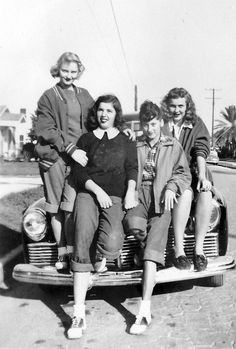vintage everyday: 45 Interesting Vintage Photographs That Show Bobby Soxers of…