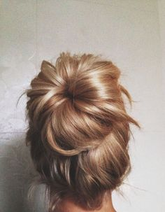 Bridal updo. Discovered by @weddingsparrow