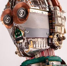 Sculptor Gabriel Dishaw — creator of the awesome Darth Vader helmet made of old typewriter parts — has sculpted head using assorted Computer Parts And Components, Recycled Robot, Arte Alien, Gold Skin, Old Computers, Computer Art, Junk Art, Star Wars Art, Sculpture Art