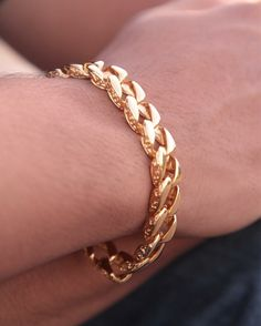 Stainless steel Bracelet (BRSS002) - 39€  ____________ Lenght / comprimento: 21cm ____________ Material: Stainless steel & gold plated /Aço inoxidável banhado a ouro ____________ #themanaccessories #braceletsformen #stainlesssteelbracelet #stainlesssteelaccessories #goldplatedjewelry