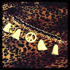 Signo paz & flecos Dog Tags, Dog Tag Necklace, Girly, Closet, Jewelry, Bangs, Peace, Bangle Bracelets, Jewels