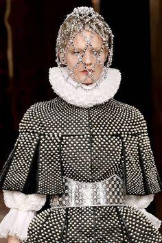 ☆ Tilda Lindstam at Alexander McQueen Catwalk Fashion, High Fashion, Fashion Show, Crazy Fashion, Paris Fashion, Mode Renaissance, Renaissance Fashion, Tilda Lindstam, Alexander Mcqueen Couture