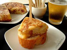 Spanish omelette , fresh bread and a cold beer … Mediterranean Sea, Mediterranean Recipes, Chorizo, Tapas, Spanish Omelette, Sandwiches, Spanish Food, Spanish Recipes, Fresh Bread