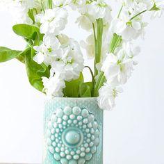 Goedemorgen! Heerlijk zonnetje, mooie bloemen, op naar een nieuwe week. En vergeet je secretaresse niet deze week! #grinandbeam #finnsdottir #bloemen #maandag #webshop #webwinkel #vazen #porselein #woonaccessoires #cadeaus #secretaresse #secretaressedag