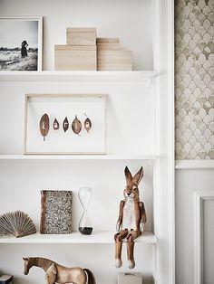 vintage kids room with shelf - Bracelet Blue Scandinavian Interior Design, Home Interior, Interior Styling, Interior And Exterior, Interior Design Inspiration, Room Inspiration, Nursery Decor, Room Decor, Deco Design
