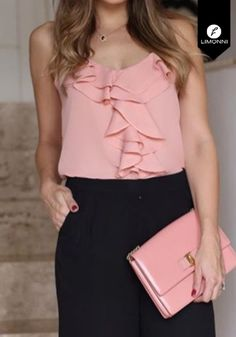 Blusas para mujer Limonni Claudette LI2223 Casuales REF: LI2223  ¿Te gusta? ,Escríbenos a whatsapp +57 3112849928, o al correo comercial@limonni.co.  Visítanos en el sitio web www.limonni.co. Classy Outfits, Pretty Outfits, Beautiful Outfits, Cape Designs, Summer Work Outfits, Trendy Tops, Fashion Looks, Fashion Tips, Dress Patterns