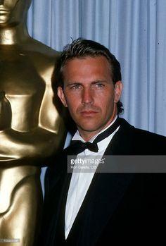 Kevin Costner during 60th Annual Academy Awards at Shrine Auditorium... Fotografía de noticias | Getty Images
