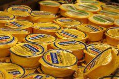 Juustoportin Pohjanmaa on mieto, hieman hapahko ja lievästi suolainen kermajuusto. Se on rakenteeltaan tasainen, joustava, leikkautuva ja höyläytyvä juusto. Pohjanmaa juusto sopii mainiosti leivän päälle, ruoanlaittoon, salaatteihin ja kuorrutuksiin.     Pohjanmaa juuston tuoteperheeseen kuuluu useita normaalirasvaisia ja kevyempiä tuotteita.