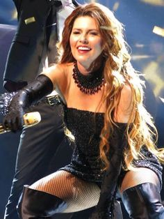 Shania Twain Nipping Out Country Music Stars, Country Singers, Country Women, Country Girls, Shania Twain Pictures, Divas, Musica Country, Jenifer Aniston, Leder Outfits