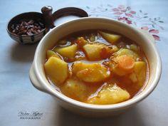 Çorba me patate është një nga çorbat që pregatitet shum shpesh në familjet shqiptare. Përbërësit: 1 kg patate 1 – 2 qepë 1 – 2 speca 2 karrota 1 – 2 domate Kripë Biber t'kuq Biber t'zi Vaj …