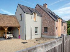 Renovatie • pastorij • carport • houten balken • houten gevelbekleding • Foto: www.verelst.be