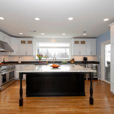 Beautiful kitchen with contrasting island Transitional Kitchen, Beautiful Kitchens, Beach House, Kitchen Island, Cottage, Colors, Classic, Home Decor, Beach Homes