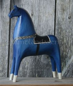 A Jamtlandaren Horse is a genuine craft product, often made of spruce, designed, carved and painted by Johnne and Marianne Bågling. Each horse is unique and has it´s own character and personality Scandinavian Folk Art, Wooden Horse, Blue Horse, Swedish Style, Horse Sculpture, Toys Photography, Horse Art, Equine Art, Figurative Art