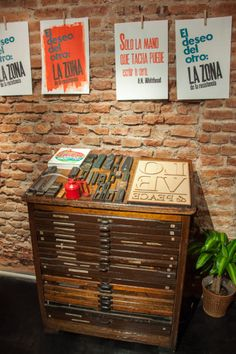 La imprenta Screen Printing Machine, Printing Press, Letterpress Printing, Your Design, Stationary, Furniture Design, Workshop, Typography, Diy Projects