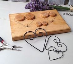 Reuse Some Wire To Create Beautiful And Adorable Handmade Ornaments Wire Ornaments, Handmade Ornaments, Crafts To Sell, Diy And Crafts, Arts And Crafts, Wire Jig, Family Crafts, Wire Crafts, Woodworking Jigs