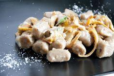 Gnocchi di castagne, farro e finferli