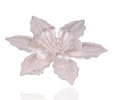 Amber Çiçeği                            Ürünlerimiz Tamamen El işi  20 mikron 0,999 ayar gümüş telden işlenmektedir. Telkari tekniğinin işlendiği ürünlerde göze çarpan sanat inceliği, insanı tarihi karanlıklarından günümüze bir sanat yolculuğuna çıkarıyor.Sanat işlemeciliğinde tel, ne kadar ince olursa takının değeri de o kadar artar. İncecik, dantelvari işlemecilik sanatı olan telkarinin tarihi geçmişi de oldukça eskiye dayanıyor
