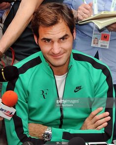"""Mi piace"": 155, commenti: 2 - Roger Federer (@rogerfedererarmy2) su Instagram: ""Didn't realize how good he looks on green especially now when he's tanned"""