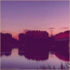 •sPOnda• La #PicOfTheDay #turismoer di oggi si lascia andare all'emozione di un #tramonto sul #LungoPo di #Piacenza. Complimenti e grazie a @ramblerfranz / •Banks• Today's PicOfTheDay turismoer enjoys the magic of #sunset along the #Po River near Piacenza. Congrats and thanks to @ramblerfranz