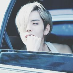Dongwoo all i can see behind you are tiny little sparkles *_*