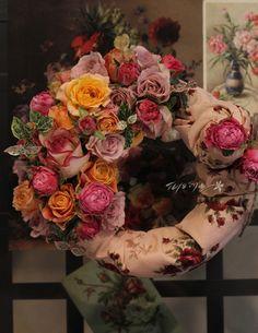 꽃과 패브릭의 오묘한 조화속 유혹!   #wreath #flower #design #decoration #display #party #fioreyoon  #리스 #꽃꽃이 #플로리스트 #플라워레슨 #꽃꽂이 #피오레윤