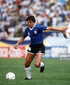 Ricardo Giusti.Campeón Mundial con la Selección Argentina en FIFA World Cup México 1986.Campeón con Independiente de Avellaneda en Campeonato de Primera División 1983,Copa Libertadores de América 1984,Copa Intercontinental 1984 y Campeonato de Primera División 1988/89.