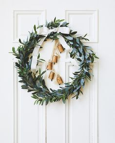 26 Rustic DIY Christmas Ornaments to Create an Ambiance of Warmth - The Trending House Noel Christmas, Merry Little Christmas, Rustic Christmas, Simple Christmas, Winter Christmas, Christmas Crafts, Christmas Decorations, Holiday Decor, Christmas Hanukkah