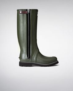 HUNTER BOOTS men's balmoral sovereign neoprene technical zip wellington boots. A new design introduced to the Balmoral collection, this rubber Wellington boot created for performance features a highly technical YKK® zip and NewFlex Vibram® sole. www.hunterboots.com/