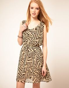 I love the pattern on this dress